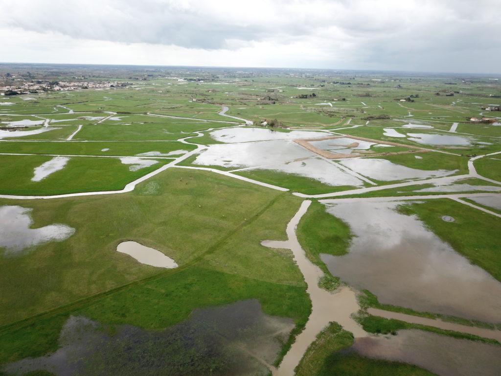 Vue aérienne des prairies de la Ferme des Cochets © Julien Sudraud